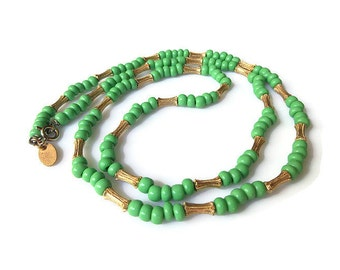 Les Bernard Glass Bead Gold Tone Necklace - Green Beads, Single Strand, Layering Necklace, Vintage Necklace, Vintage Jewelry