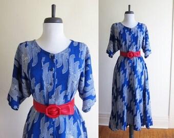 Vintage 1980s Dress / BLUE SWIRL Rayon Batik Fit & Flare Midi Dress / Size Large