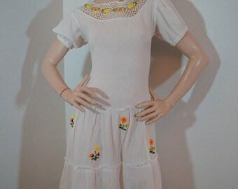 Vintage 1970s White Gauze Hippie Dress /  70s Gauze Boho Crochet Lace Floral Embroidery Hippie Bohemian Festival Peasant Dress