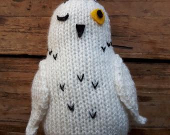 Knitted Snowy Owl bird