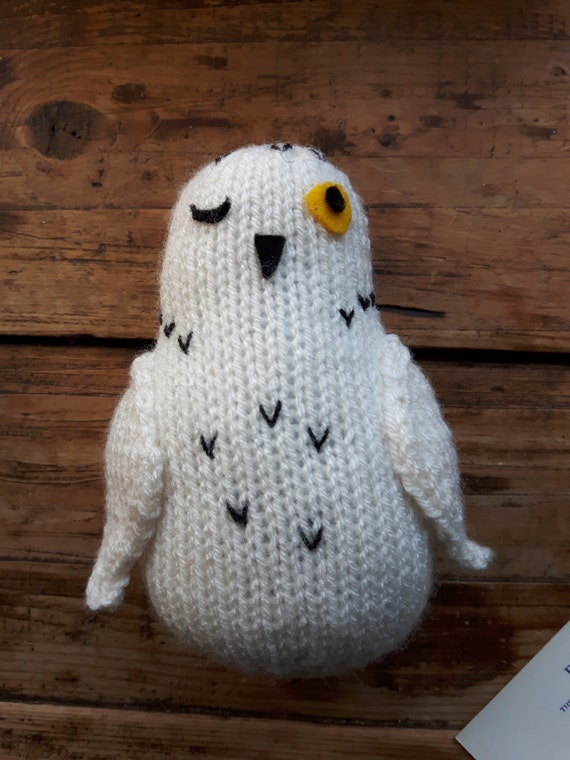 Snowy Owl Knitting Pattern : Knitted Snowy Owl bird