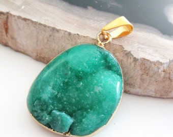 Emerald Green Druzy Pendant - Crystal Druzy  Agate - Gold Electroplate Druzy Geode - Jewelry Supplies - Smooth Surface - Semiprecious Stone