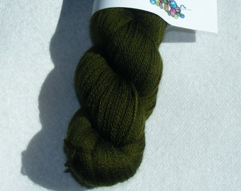 Dark olive green recycled pure merino wool yarn