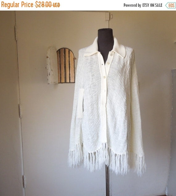 MOVING SALE Vintage 70's Cape,  Vanilla Cream Knit,  Boho Chic Festival Style, Women's Size Small Medium Large OSFM
