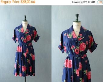 CLOSING SHOP 50% SALE / Vintage 1950s dress. 50s shirtwaist dress. floral print dress