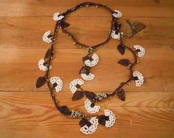 white lariat necklace, crochet flower