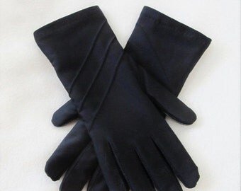 40% OFF SALE Vintage Black Driving Gloves / Woman's Winter Insulated Padded Wrist Gloves One Size Fits All