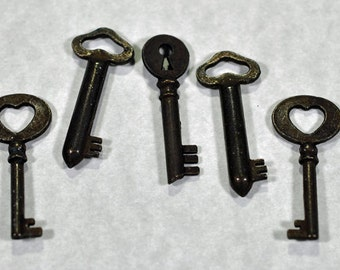 Key pendants, 2 colors and sizes, #633/634