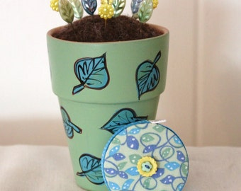 Hand Painted Terra Cotta Flower Pot Wool Felt Pincushion and Matching Leaf Print Retractable Tape Measure