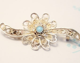 Vintage filigree silver flower brooch. Sterling silver flower brooch. Turquoise