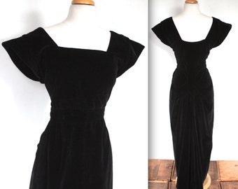 SALE Vintage 1940s Dress // 40s Black Velvet Gown Bustle Back Drape // Femme Fatale // Gilda
