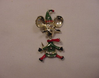 Vintage Movable Mouse Christmas Brooch   15 -77