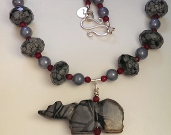 Grey Bear - Necklace in greys and black