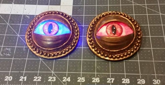 LED Glowing Eye of Agamotto Dr. Strange Eye. - Choose the color (Red, Green, Blue, White) - Hand sculpted and hand painted.
