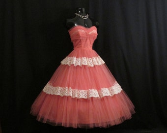 Vintage 1950's 50s Strapless Cotillion Original Salmon PINK Tulle Ivory Chantilly Lace Circle Skirt Party Prom Wedding DRESS Gown