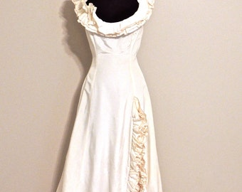 vintage ruffled wedding dress - 1960s Waldoff's ivory wedding gown