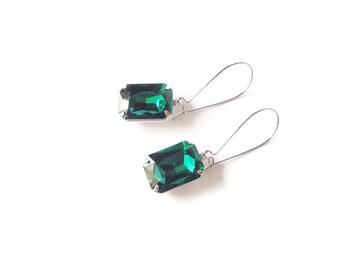 Green earrings Green glass earrings Emerald earrings Silver Emerald green earrings Bridesmaid earring Dop earring Bridal earrings Dangle