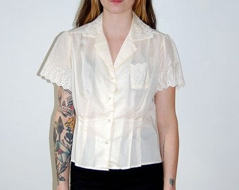vintage cream blouse with lace accents / size large