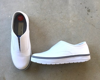 90s vintage Liz Claiborne First Issue white slip on sneakers casual nautical white canvas boat shoes 7