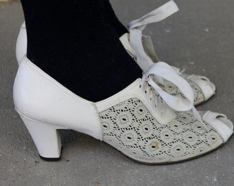 Vintage 40's Style Ivory Shoes