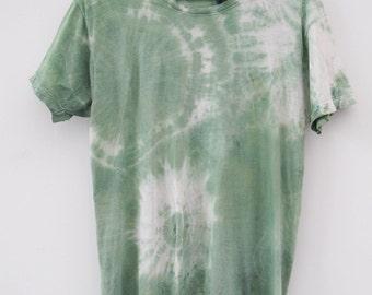 tie dye ( shibori ) with natural Indigenous pigments / t-shirt M / green