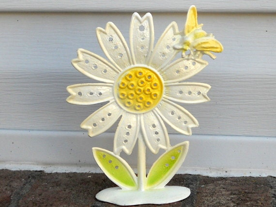 Retro Metal Daisy Earring Holder Revere 1970s