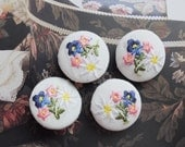 Fabric Covered Buttons - Shabby Chic Embroidery Dark Blue Pink Rose White Summer Daisy Flower Floral Bouquet On White (4Pcs, 0.98 Inch)