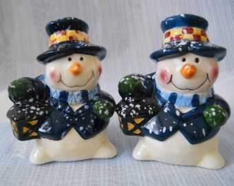 Snowmen Salt and Pepper Shakers - vintage, collectible, Holiday, Winter