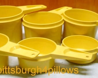 Tupperware - Complete Set - Measuring Cups - Yellow Gold - EUC