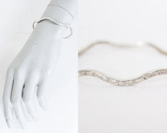 Vintage 70s Silver Bracelet / 1970s Sterling Wavy Sun Etched Skinny Bangle