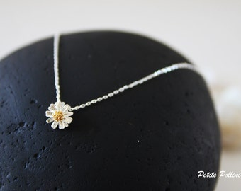 Daisy Necklace in Silver. Flower Necklace. Blossom. Garden. Botanical. Floral. Sweet and Cute. Girls. Gift For Her (PNL-69)