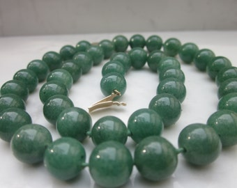 Estate 17 Inch Aventurine Quartz with a 14k Solid Yellow Gold Disc Clasp Necklace
