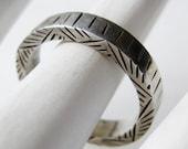 Vintage Engraved Modernist Sterling Silver Band Ring size 8 3/4