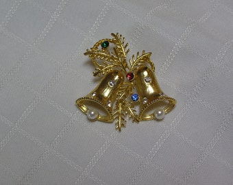 WLIND gold filled rhinestone bell with faux pearl clangor Christmas brooch