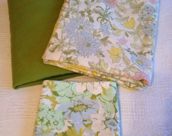 Vintage Cottage Style Sheet Set with Two Pillowcases Floral Green Pink and Yellow Flat and Fitted Full Size