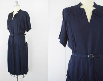Vintage Late 1940s / Early 1950s Day Dress with Foliate Motif   1940s Rayon Dress   1940s Belted Dress