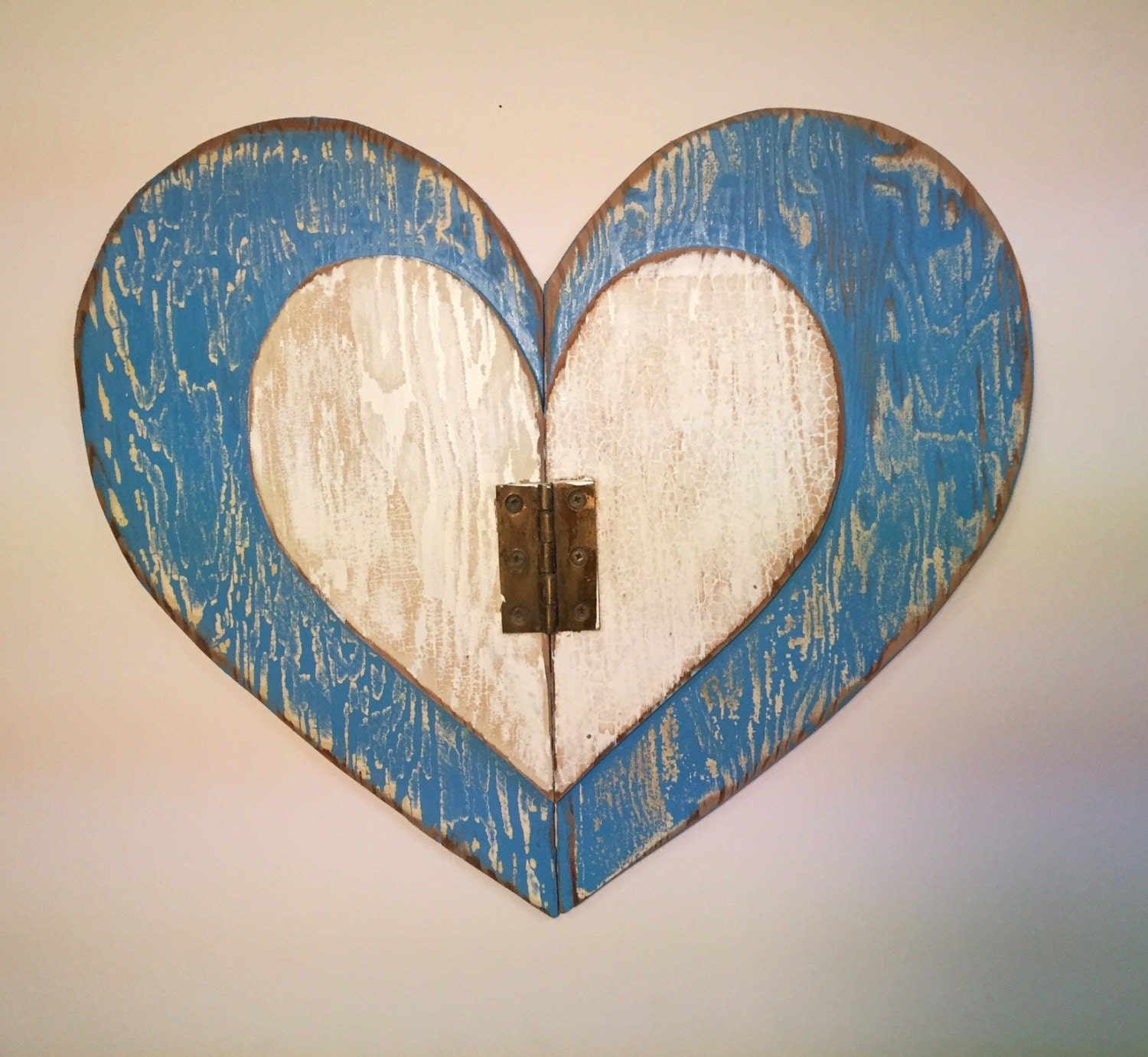 Heart large blue white weathered wood wall art rustic beach for Wooden heart wall decor
