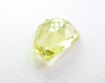 LEMON QUARTZ. Natural Quartz. Micro Facet Cabochon. Bright & Clean. Freeform. 1 pc. 8.01 cts. 12x15x5 mm (CT554)