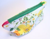 Small Make Up Bag, Florals, Vintage Linens, Coin Purse, Zipper Pouch