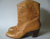 Pull on golden tan women's vintage leather boots short ankle cowboy with star stitch detail stack heel SZ 5/6