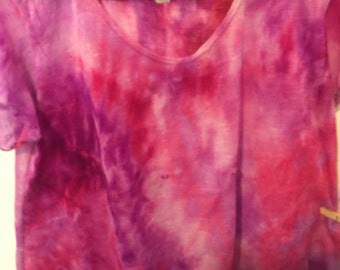 Tie dye blouse size 1X fuchsia/multicolors/short sleeve/please see notes