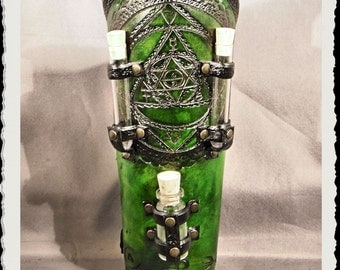 Green leather bracer - Alchemist I
