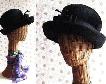 HATTER Vintage 1960's Schiaparelli Hat with Bow   Black Fur Felt   Padre Style   Empress