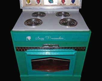 Vintage Suzi Homemaker oven stove childrens toy working 1960's