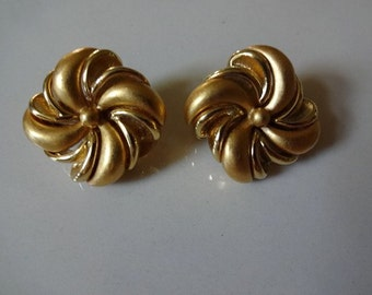 Monet Vintage Satin and Shine Gold Tone Swirl Square Clip Earrings