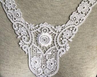 Vintage Applique - 1 pcs Ivory Flower Applique Lace Trim (A356)