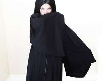 Vintage 1940s Black Rayon Robe - Cosplay - 40s Fifth Avenue Collegiate Graduation Gown
