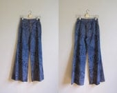 Vintage 1970s Button Front Flared Jeans. 70s Cheap Jeans. 1970s Bell Bottom Jeans. Size Small