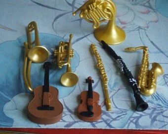 8 Musical Instruments. Cake Toppers. Group of 8 Figures. Wind and String Instruments. Made by Safary Ltd. Unused.