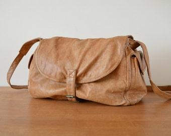Messenger Pouch Crossbody Bag Shoulder Bag Vintage 1980s Retro Tan Brown Purse